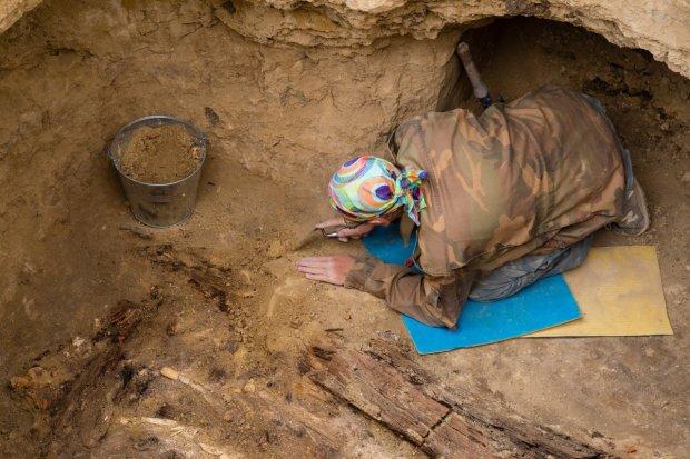 """В Україні знайшли маленького ідола з великим достоїнством: археологи показали фото з """"перчинкою"""", тільки для дорослих"""