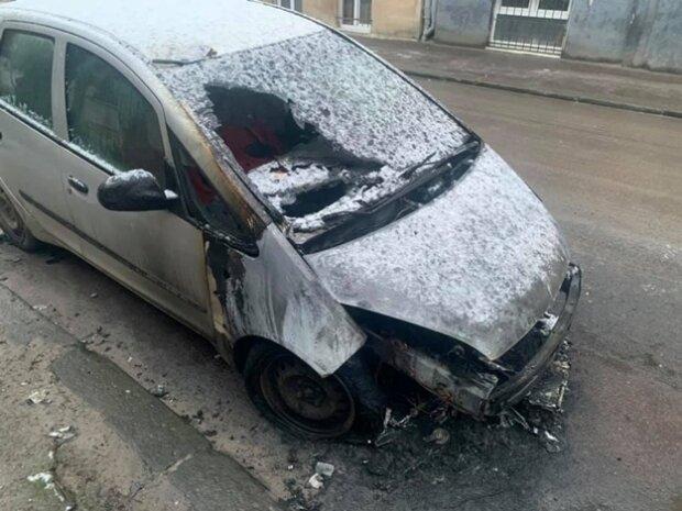 Во Львове схватили поджигателей авто журналистки, один из преступников носит погоны