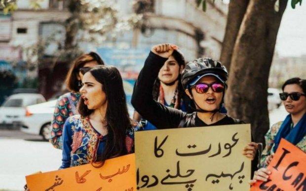 """Викрали і з зґвалтували: банда """"авторитетів"""" поглумилася над активістками"""