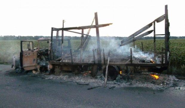 На Полтавщине грузовик загорелся на ходу