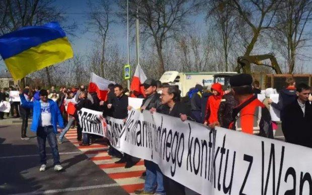 Польская община Львовщины перекрыла трассу Львов-Варшава