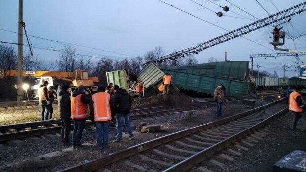 Под Киевом сошел с рельс товарный поезд: задерживают 13 пассажирских рейсов