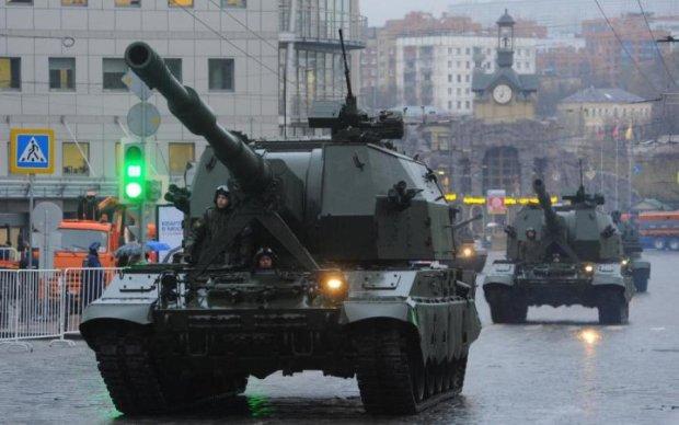 В Москву зайшла армія та колони техніки: що відбувається