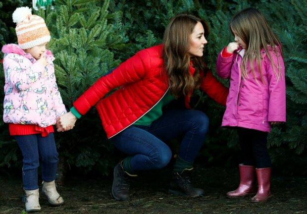 Кейт Миддлтон забрала детей и ушла на рынок, выбирать елку — не царское дело: такого вы еще не видели