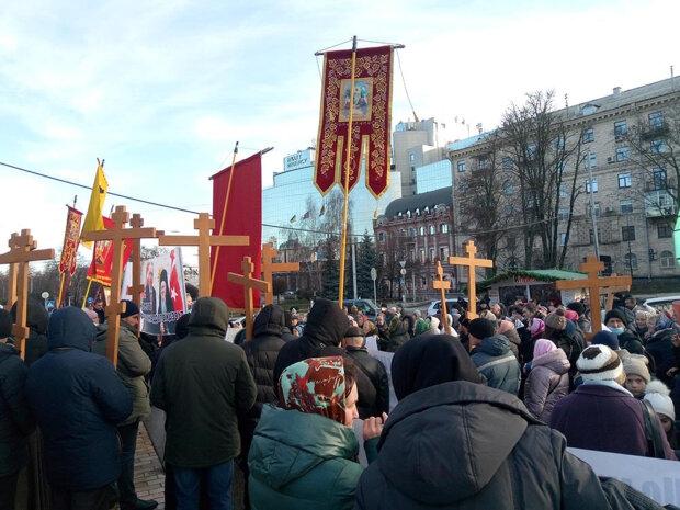 Митрополит Онуфрий осудил политические акции Валентина Лукияника