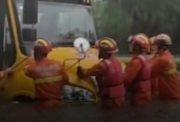 Повінь у Китаї, кадр з відео