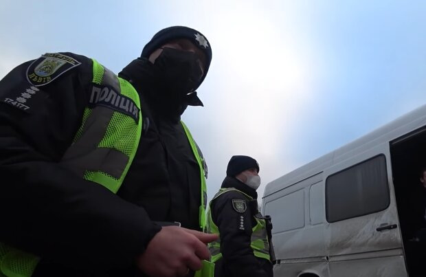 Полицейские, кадр из видео