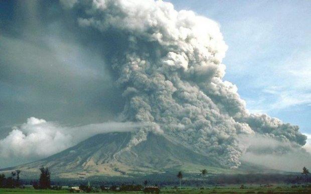 Пробудження вулкана загрожує тисячам жителів
