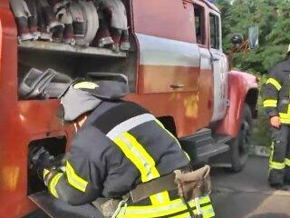 У Києві кіоск перетворився на духовку і вигорів до тла - ніч, вогонь, шланги