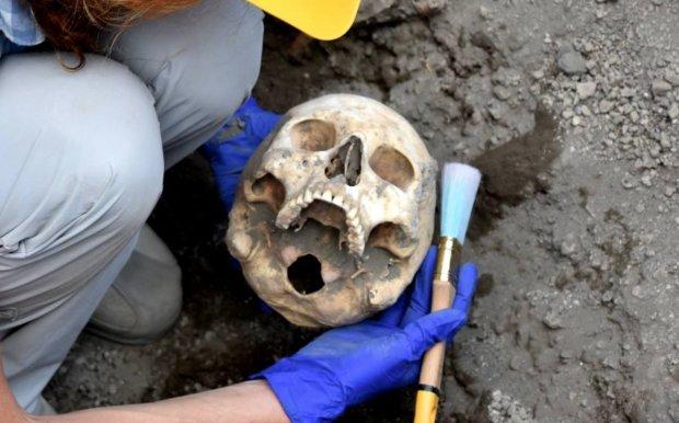 Археологи наткнулись на таинственную могилу вампира: самая жестокая расправа в истории