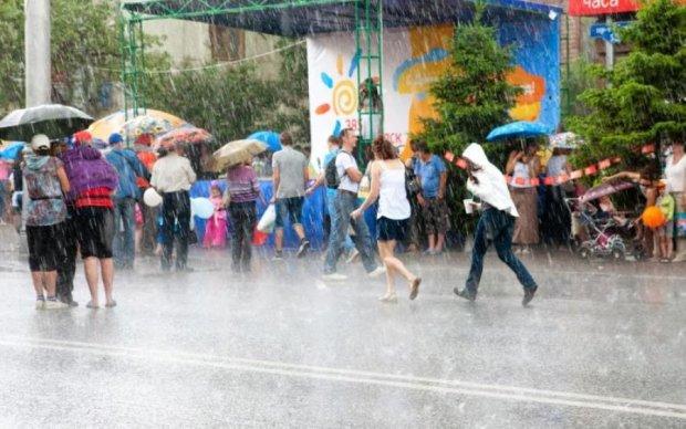 Захватите зонтик: какие области Украины сильно зальет