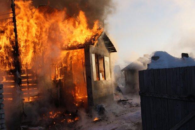 Сгорел заживо: страшный пожар в Днепропетровской области унес жизнь ребенка