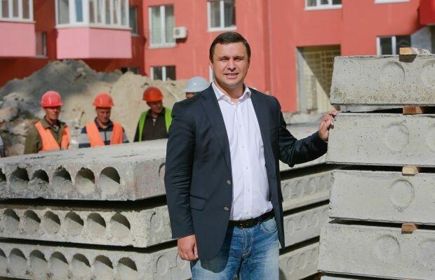 """Журналісти показали схему людей Микитася: скандал з """"Укрбудом"""" та квартирами для нацгвардійців"""