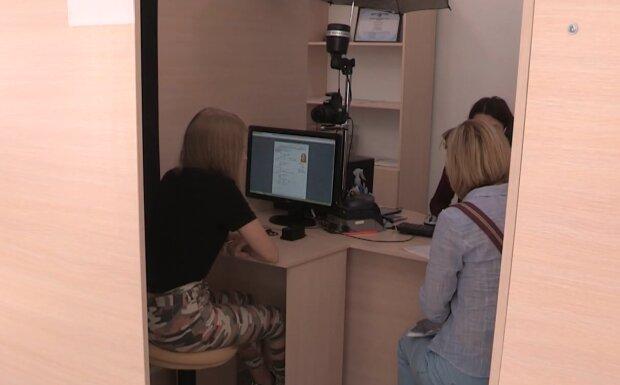 Реєстрація прописки, кадр з відео