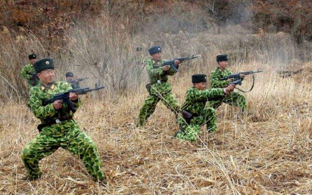 В сети сравнили военные мощи двух Корей