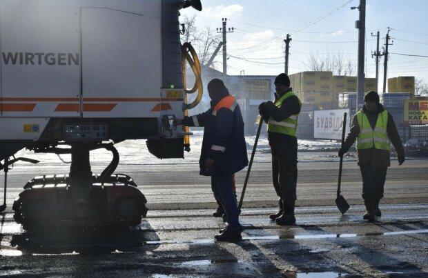 Здесь должен быть Hyperloop, но снег испортил - реалии украинских дорог высмеяли одним фото