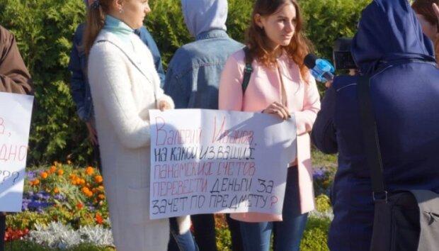 Фото: студенти КНУ імені Шевченка мітингували проти професорства одіозного викладача