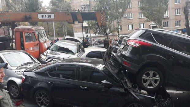 9 машин вщент: Київ жахнула масштабна ДТП, перші подробиці і кадри 18+