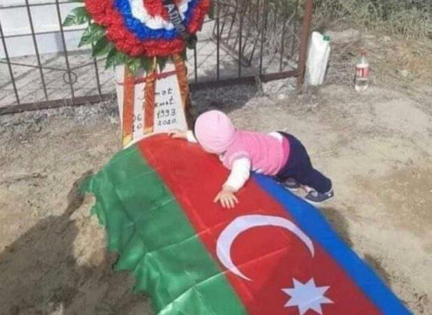 малыш, потерявший родных во время обстрела гражданского населения в Азербайджане