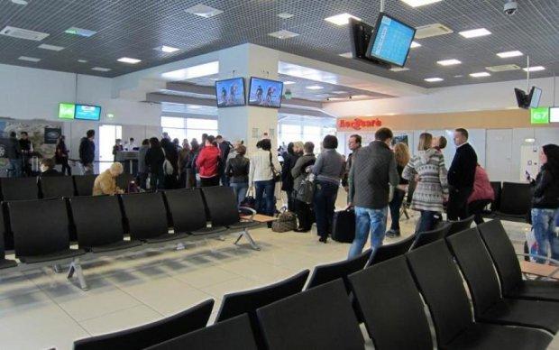 Много полиции и массовая эвакуация: что происходит в аэропорту Жуляны