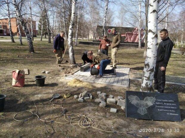 "пам'ятник ""Айдару"", фото з Facebook"