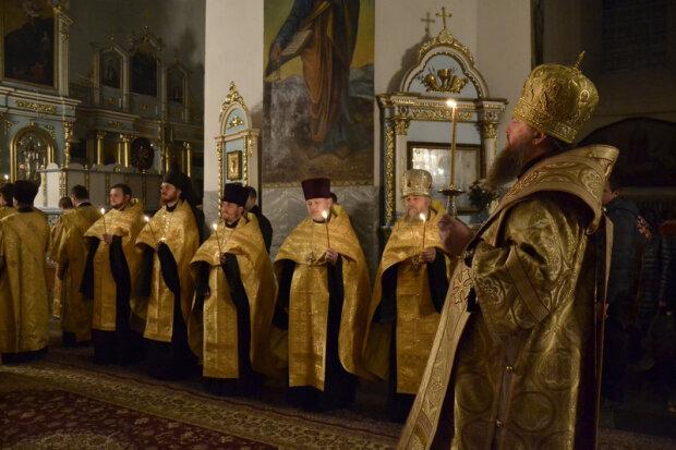 Кадилом по голове: в Харькове оголтелый поп устроил с прихожанином церковный махач