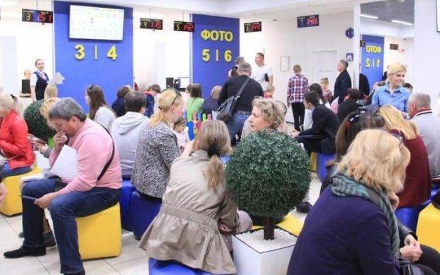 Как мед, так и ложкой: украинцы попросили сделать биометрику бесплатной