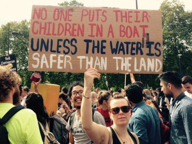 """Десятки тисяч британців вийшли на марш """"Солідарності з біженцями"""" (фото)"""