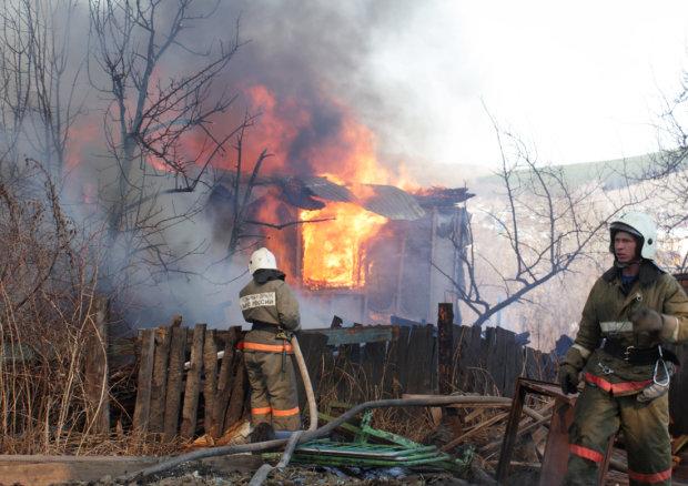 """На Одещині полум'я поглинуло ряд будівель: """"опинилися в пастці"""", десятки жертв"""