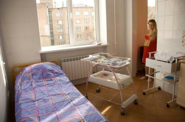 У Гончарука пообещали обновленные пакеты малыша: что готовит Кабмин для молодых семей