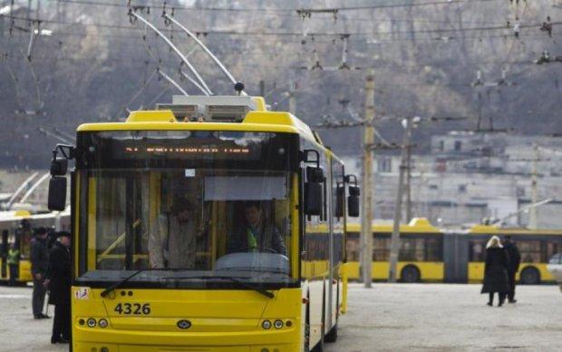 Киевские кондукторы преодолевают разруху совковыми методами