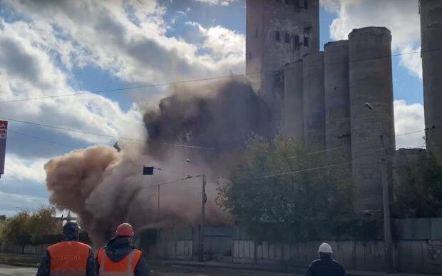 Взрыв, дым и клубы пыли: мощный взрыв напомнил харьковчанам о Хиросиме
