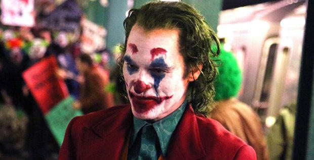 """От Джареда Лето и """"Бэтмена"""" до Хоакина Феникса: как менялись образы """"гениального злодея"""" в Джокере"""