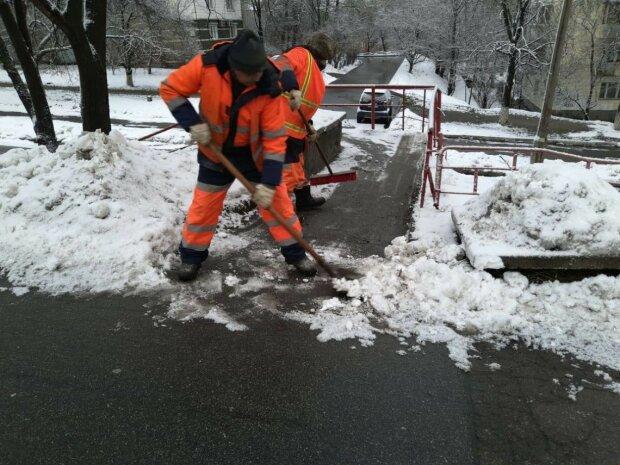 Киевские коммунальщики психанули в ожидании снега: как тебе такое, Кличко