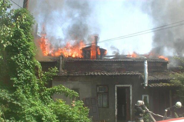 """В двох кроках від порятунку: під Харковом чоловік заживо згорів у """"домашньому крематорії"""""""