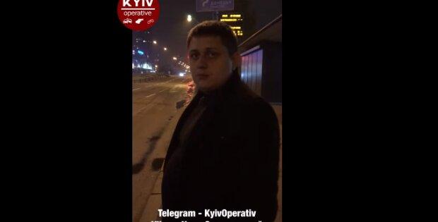 """В Киеве мужчина в дорогом пальто ради забавы изуродовал чужую машину - """"Это не я!"""""""