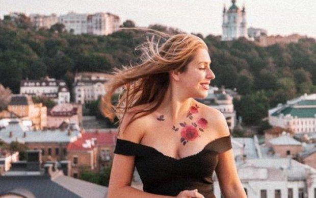 Прямо на грудь: известная блогерша рассказала пикантную историю из путешествия