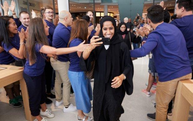 Apple похизувалась футуристичним магазином у Дубаї