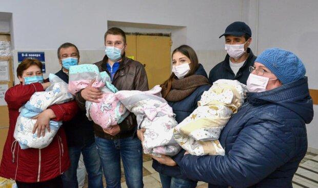 Украинка родила четырех дочерей в разгар карантина, держись, папочка - счастливые кадры