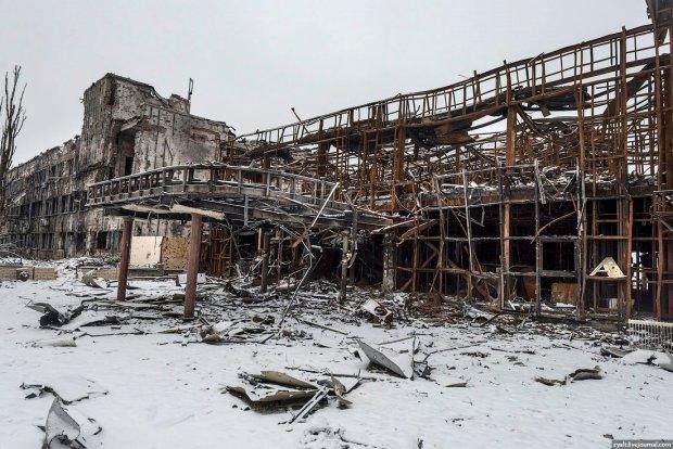 """Примати з """"ДНР"""" станцювали на пам'ятних руїнах: це неможливо пробачити"""