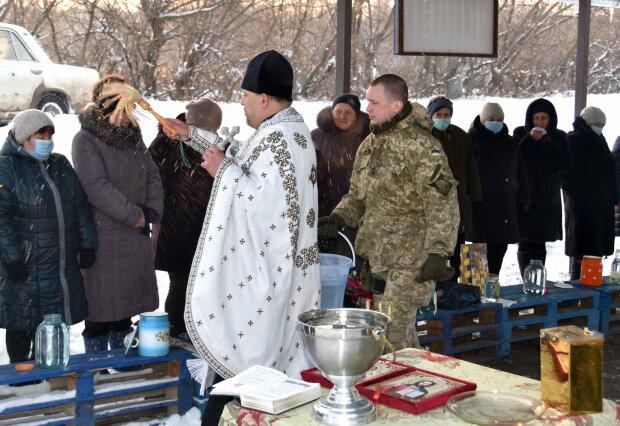 ВСУ на Крещение устроили для прифронтового поселка праздник, фото: штаб ООС