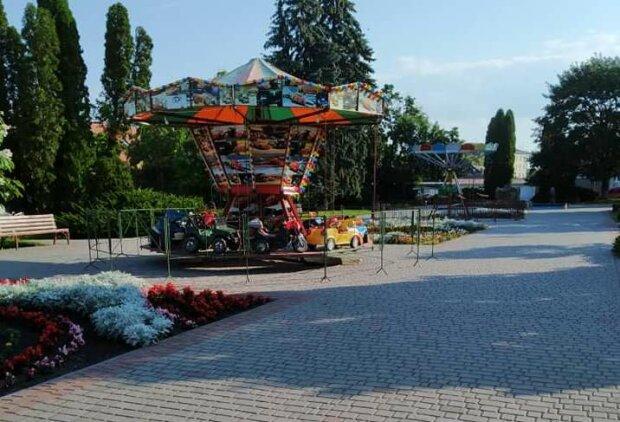 Садки закрили, каруселі відкрили - на Тернопільщині мами обурені карантинною маячнею