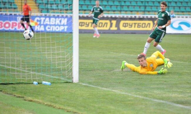 Молодого воротаря збірної України опікують одразу три тренери
