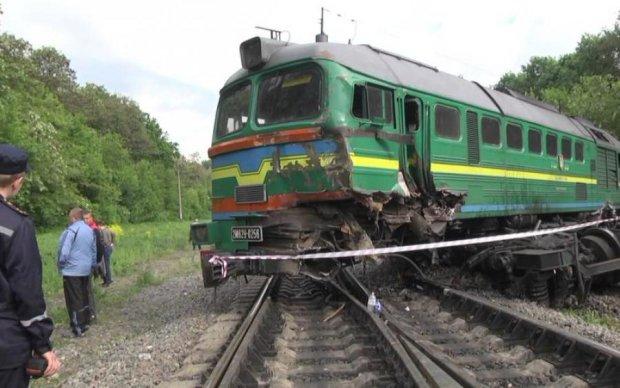 Катастрофа під Одесою: Укрзалізниця викинула пасажирів посеред ночі