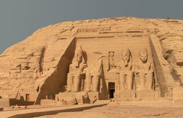 Царь скончавшийся: как египетский фараон поехал развлекаться во Францию с новым паспортом