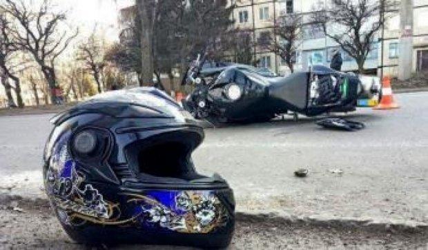 Не проскочил: мотоцикл перевернулся в Кривом Роге