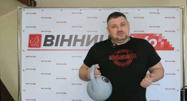 Украинец с умной гирей, фото: скриншот из видео