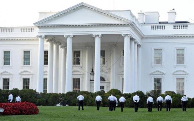 Загадочные вспышки в Белом доме: соцсети запестрели версиями