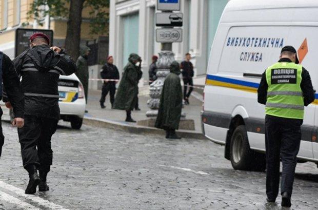 В Киеве заминировали торговый центр: людей срочно эвакуируют