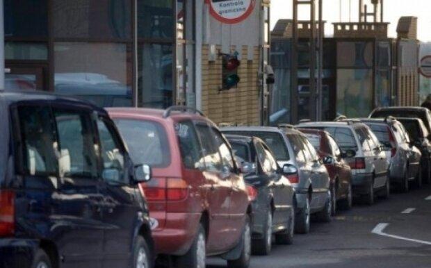 Угорщина від завтра закриває кордони, українці ″ломанулись″ на виїзд: фото апокаліпсису на КПП